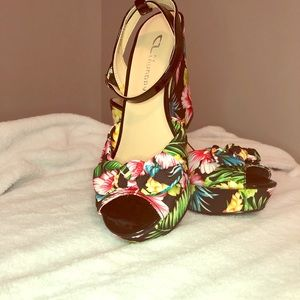 CL by Laundry tropical wedges